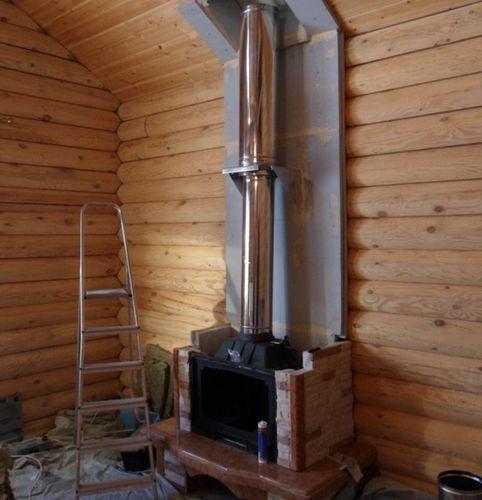 Установка каминов в домах из бруса как закрепить растяжку к дымоходу